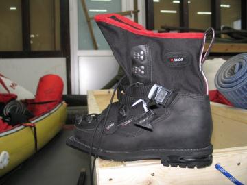 Skiing boot by Jalas was examined carefully. Excellent work.